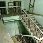 Из некоторых бомбоубежищ есть выходы в здания на поверхности.