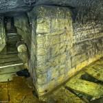 Постепенно привычный тоннель заканчивается и переходит в старинную штольню, местами подтопленную кристально чистой вкусной водой.