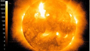 Изображение Солнца в рентгеновском диапазоне со спутника GOES-15 в момент вспышки 19 октября 2011 года